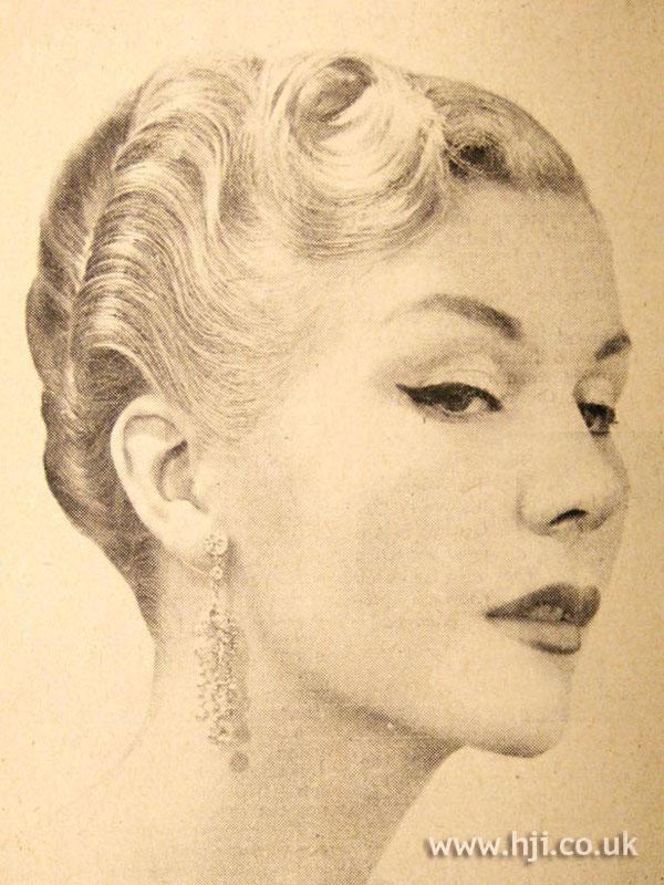 1950 blonde crop hairstyle