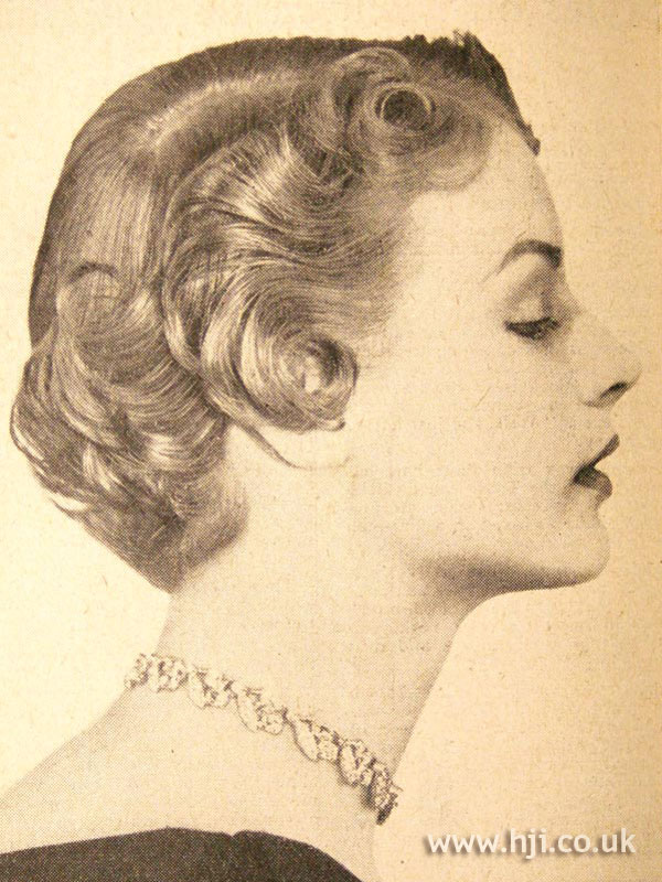 1950 curls smooth hairstyle