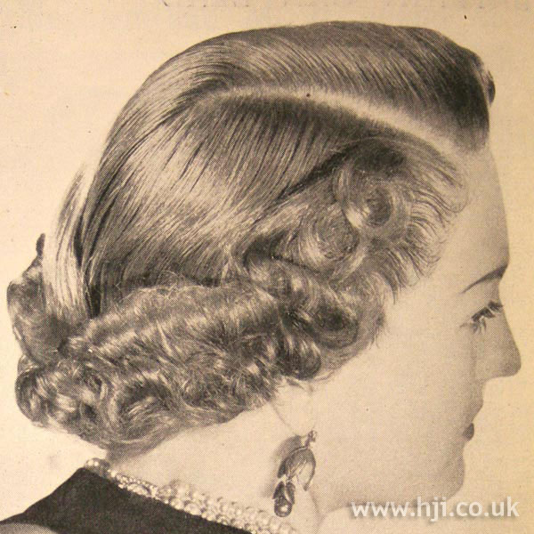 1950s side-parted curls