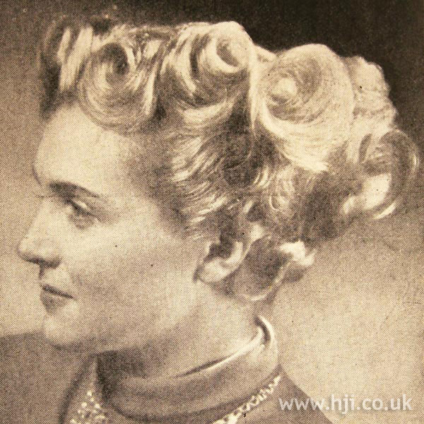 1950 mid length blonde hairstyle