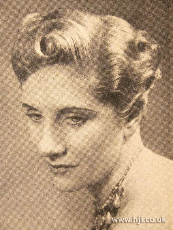 1950 parted roll hairstyle