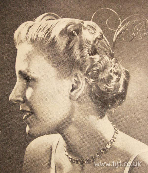 1950 short accessories hairstyle