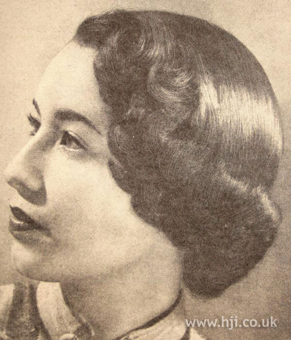 1950 smooth brunette hairstyle