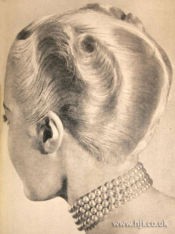 1950 waves chignon hairstyle