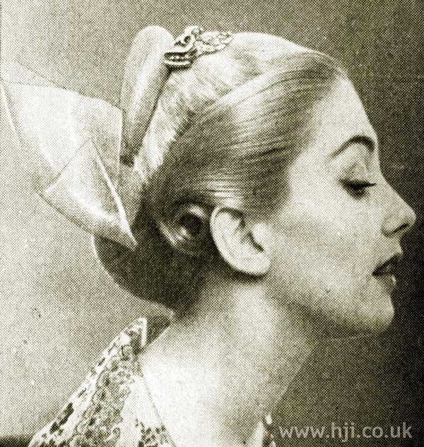 1951 blonde accessory