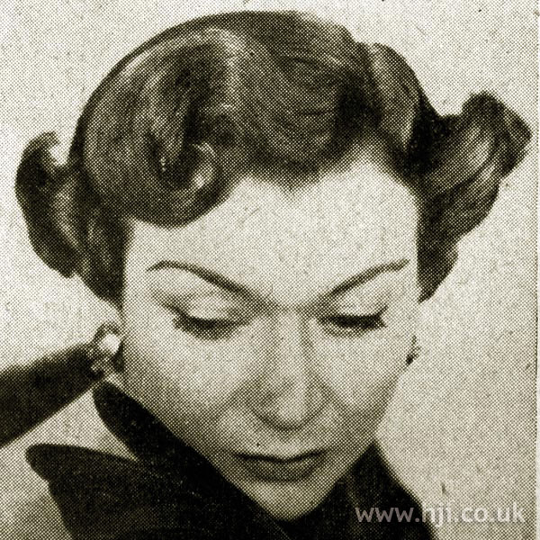 1951 brunette wave hairstyle