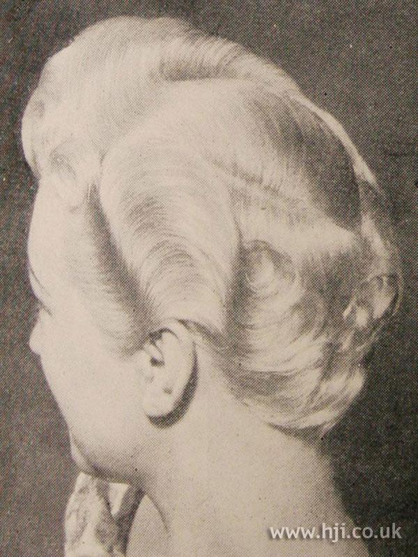 1951 wavy blonde hairstyle