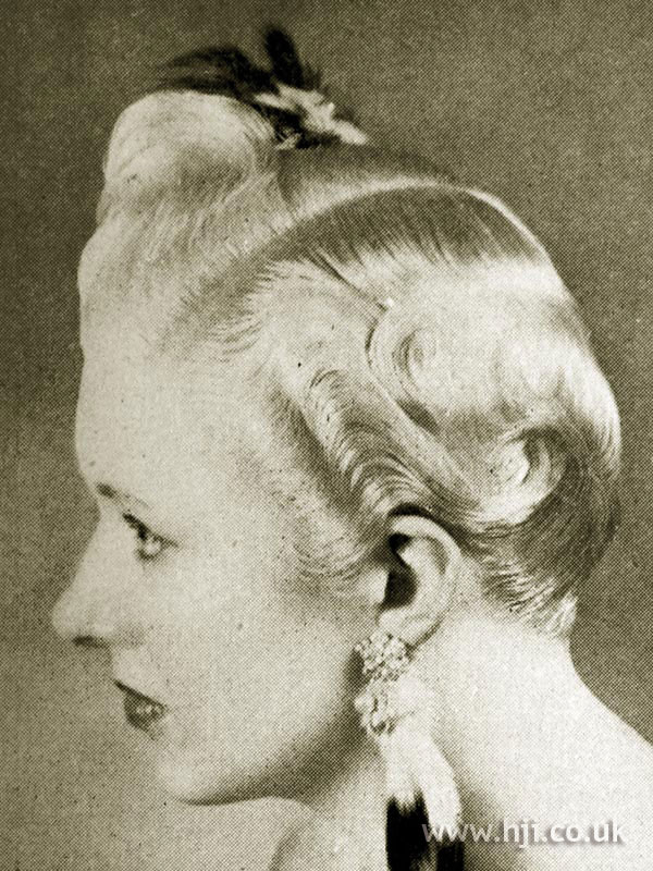 1951 wavy side-parted hairstyle
