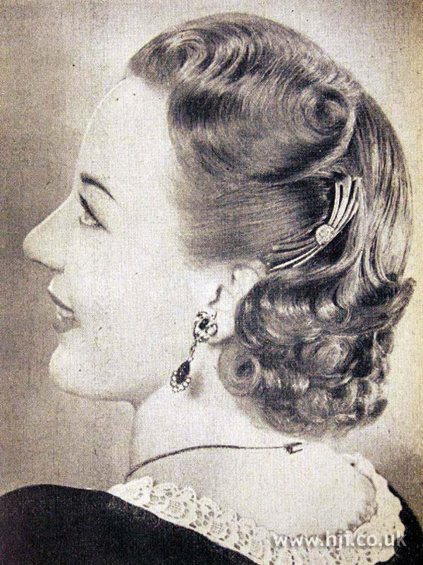 1953 wavy mid-length hairstyle