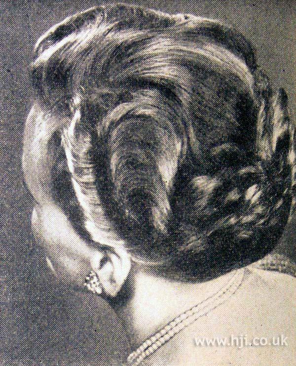 1953 brunette wavy hairstyle