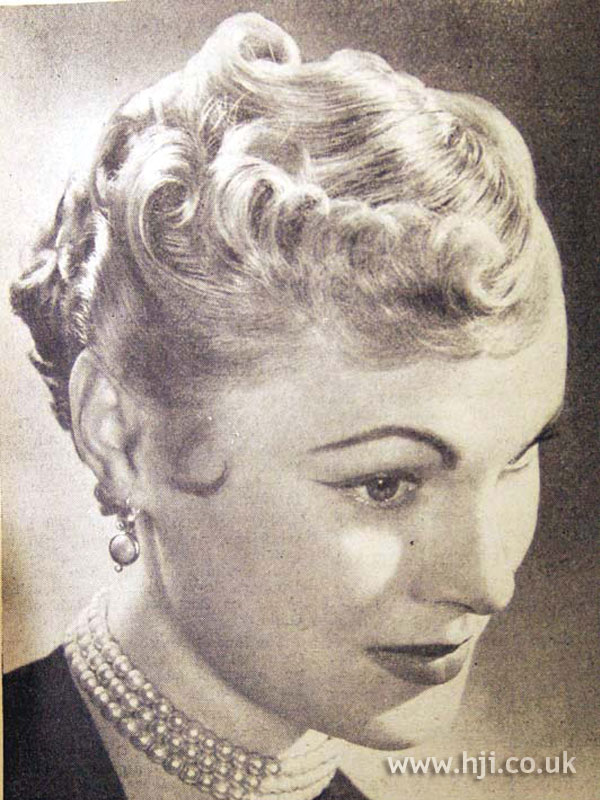 1953 blonde pincurl hairstyle