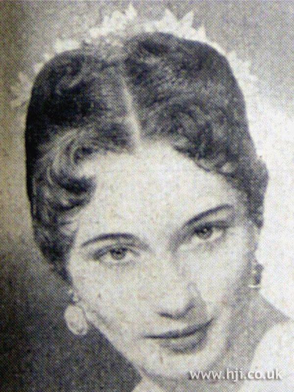1953 parting brunette