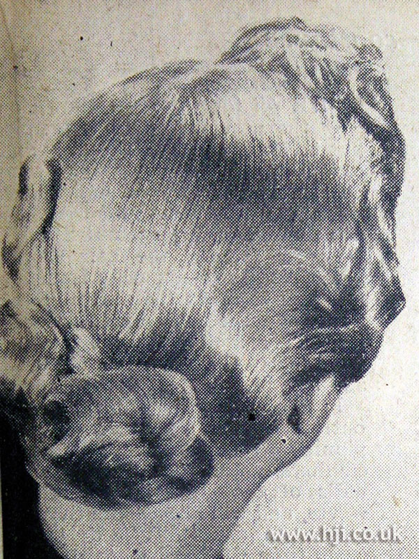 1953 sleek wavy hairstyle
