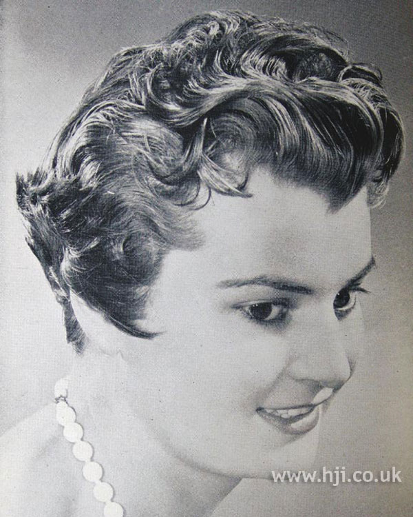 1954 brunette layered hairstyle