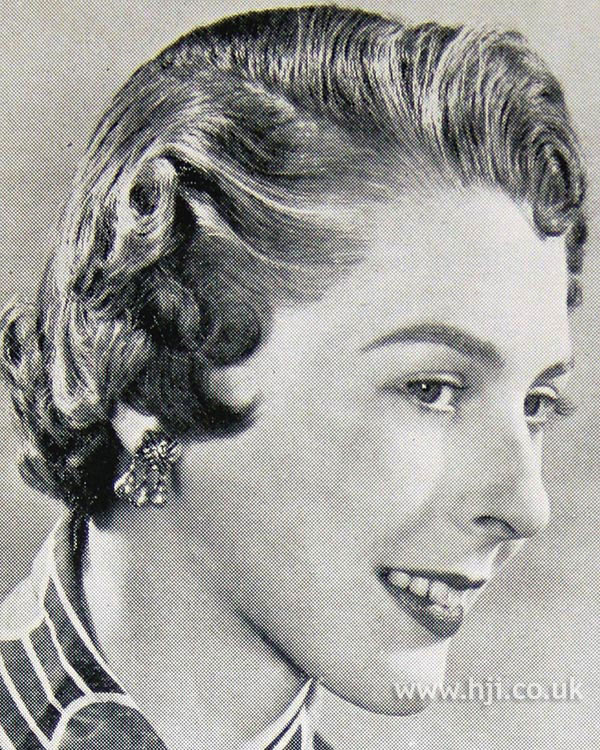 1954 short parted wavy hairstyle