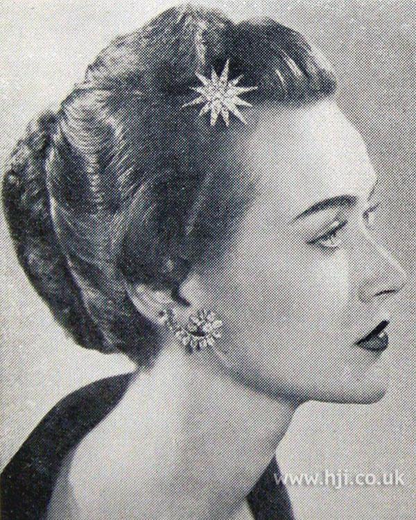 1954 wavy chignon with accessory