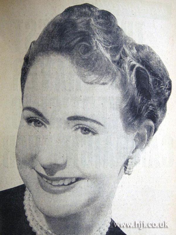 1954 chignon with quiff