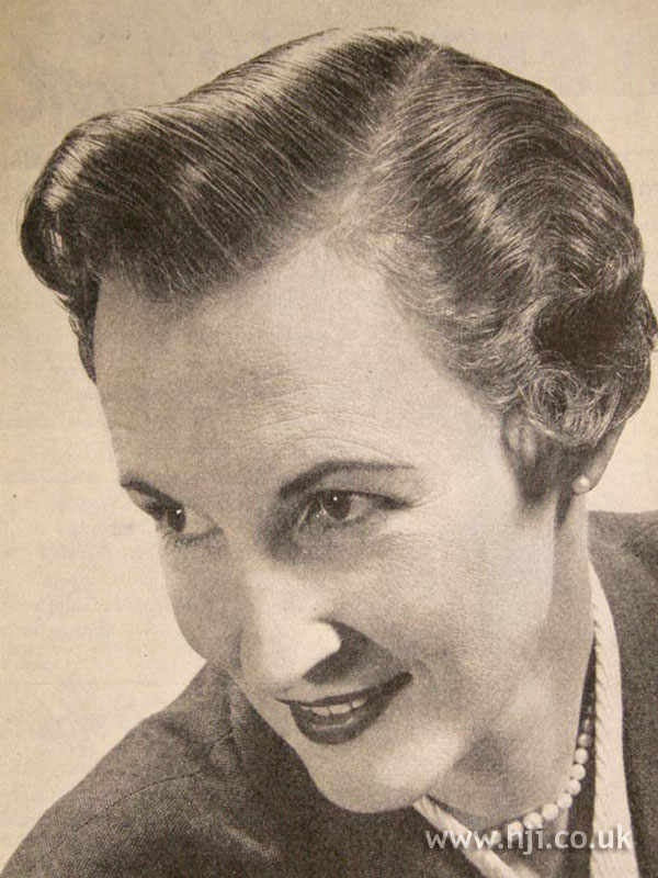 1957 brunette parting hairstyle