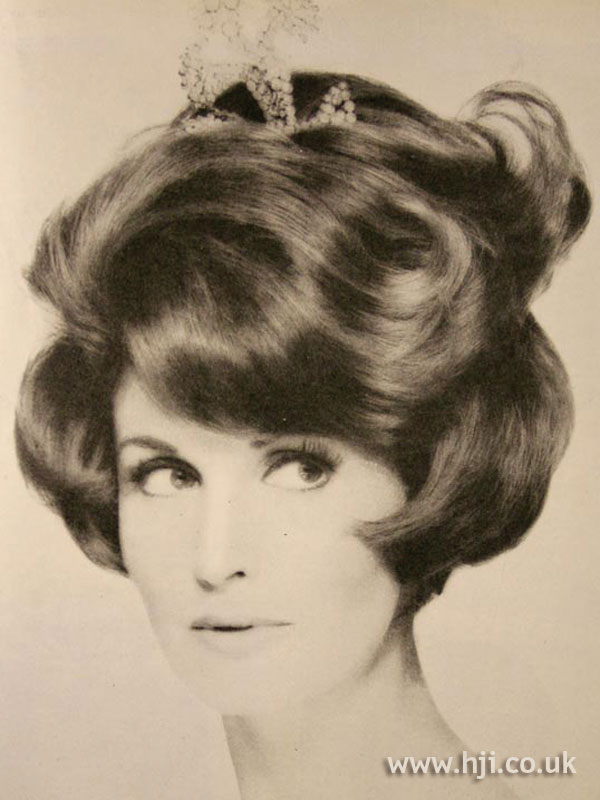 1963 brunette accessory