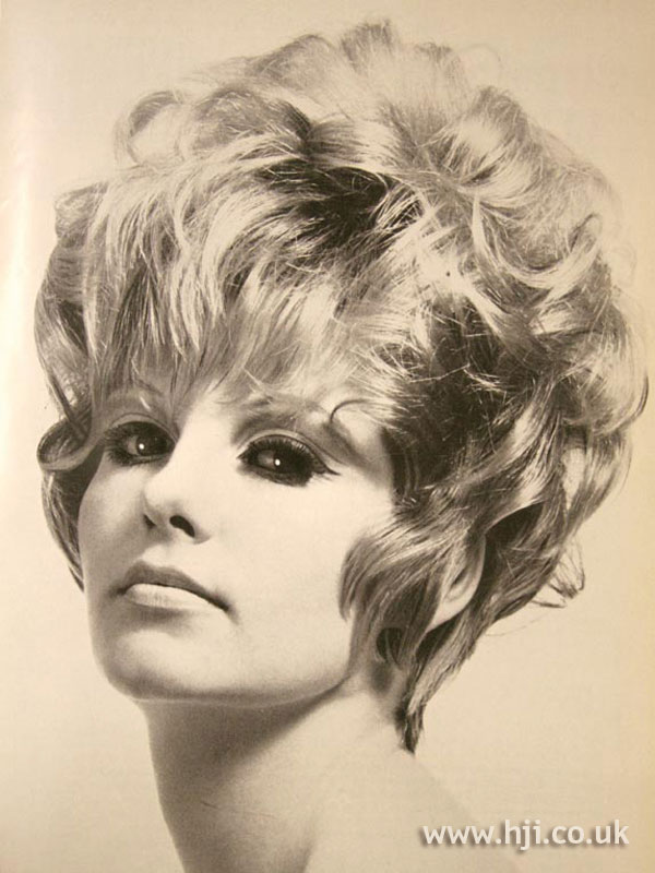 1967 blonde volume hairstyle