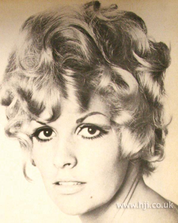 1968 blonde waves hairstyle