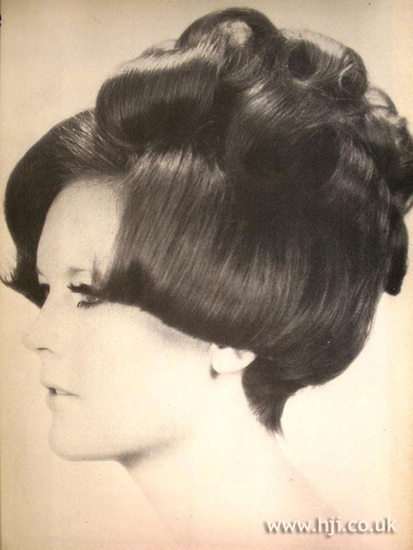 1968 bob curls hairstyle