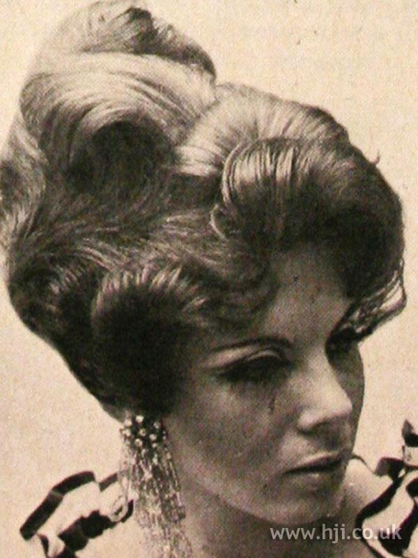 1968 brunette fringe hairstyle