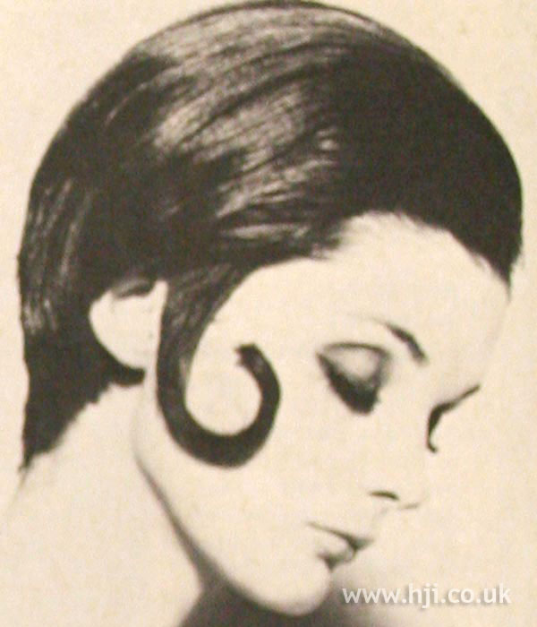 1968 brunette kiss-curl hairstyle