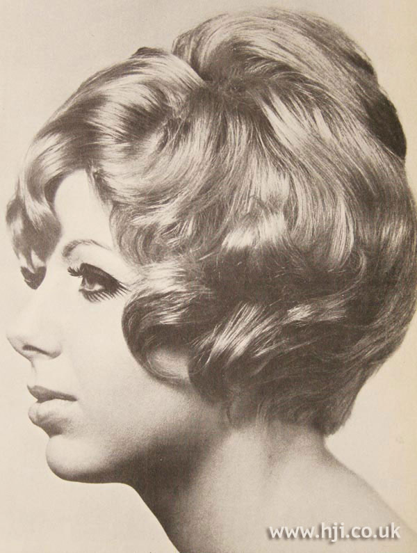 1968 short blonde2