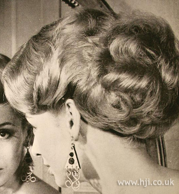 1968 updo waves1