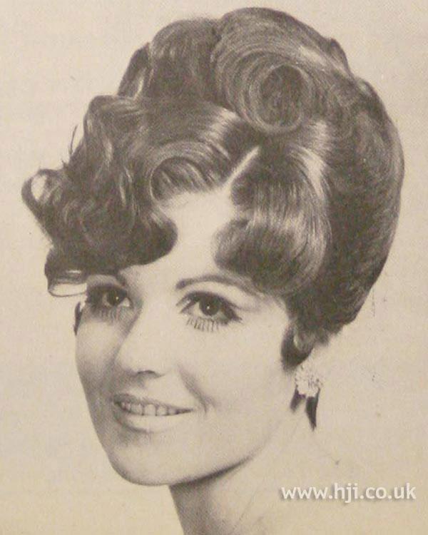 1968 waves brunette