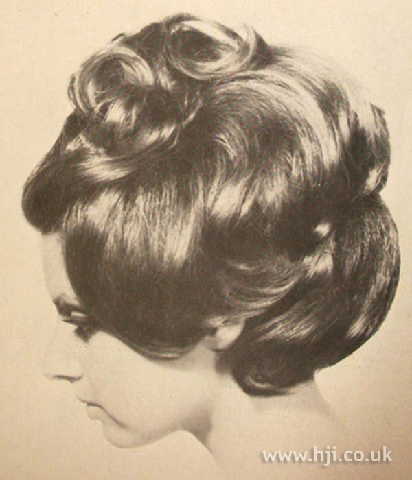 1960s bouffant hairstyle with curls
