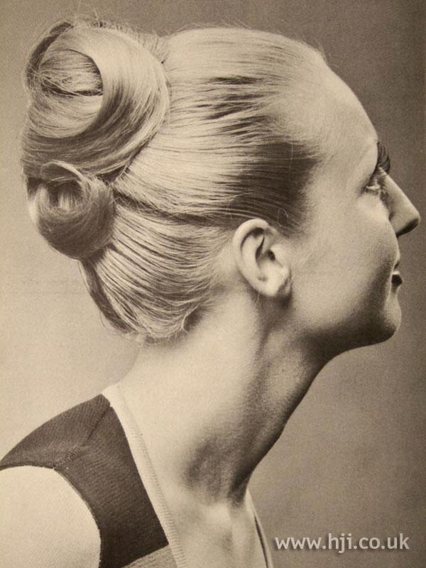 1971 blonde chignon hairstyle