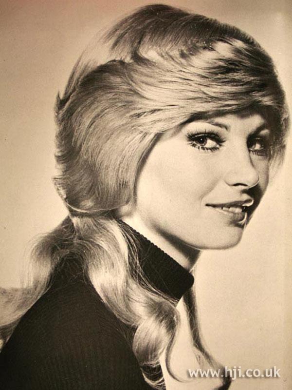 1970s blonde mullet with fringe
