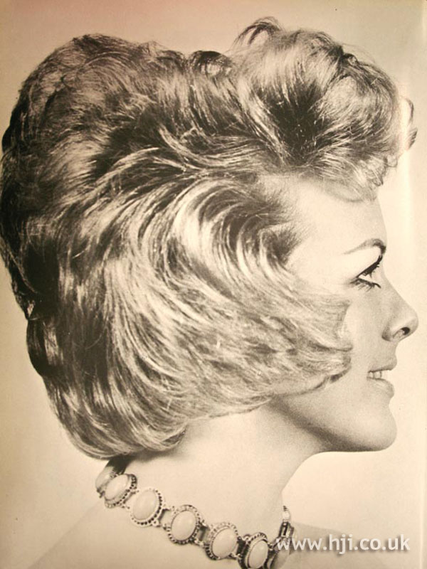 1970s blonde bouffant hairstyle