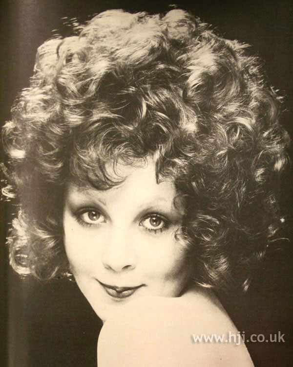 1970s curly layered hairstyle