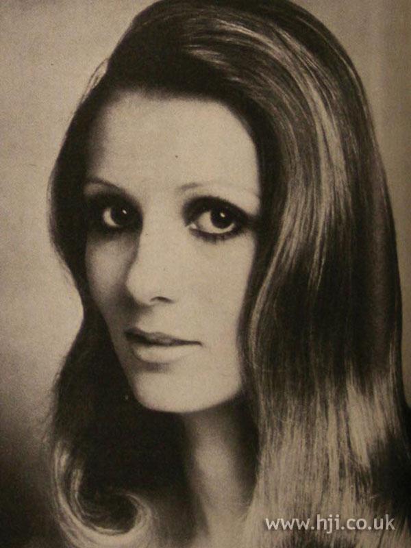 1970s long brunette waves