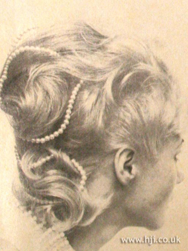 1970s layered crop with hair accessory