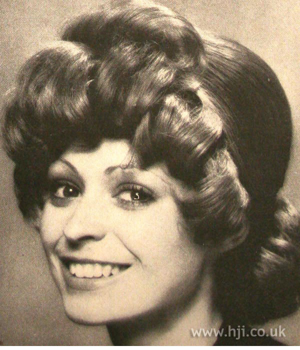 1970s smooth hairstyle with curls