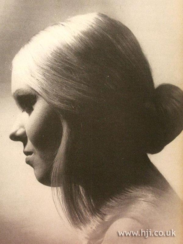 1970s low blonde bun