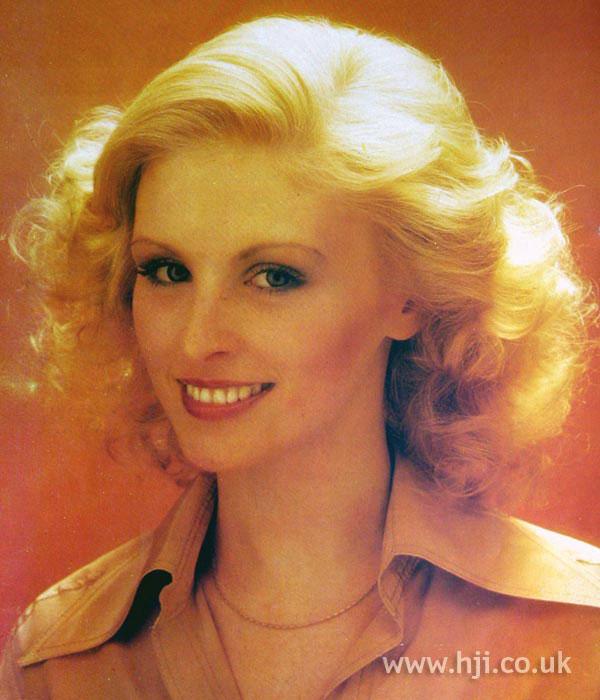 1979 blonde wave hairstyle