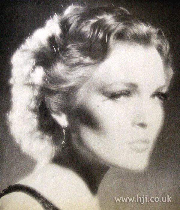 1979 blonde wavy hairstyle