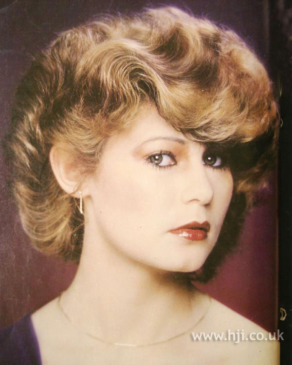 1979 brunette wave hairstyle