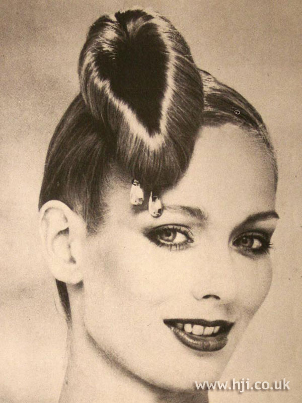 1979 chignon hairstyle