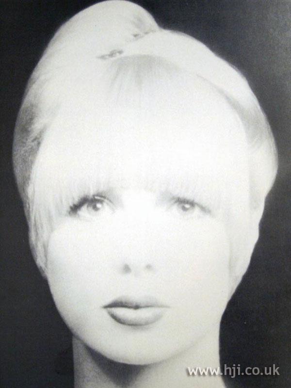 1970s blonde hairstyle with visor fringe