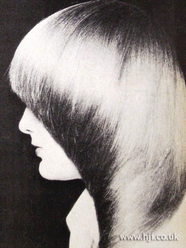 1979 blonde pageboy hairstyle