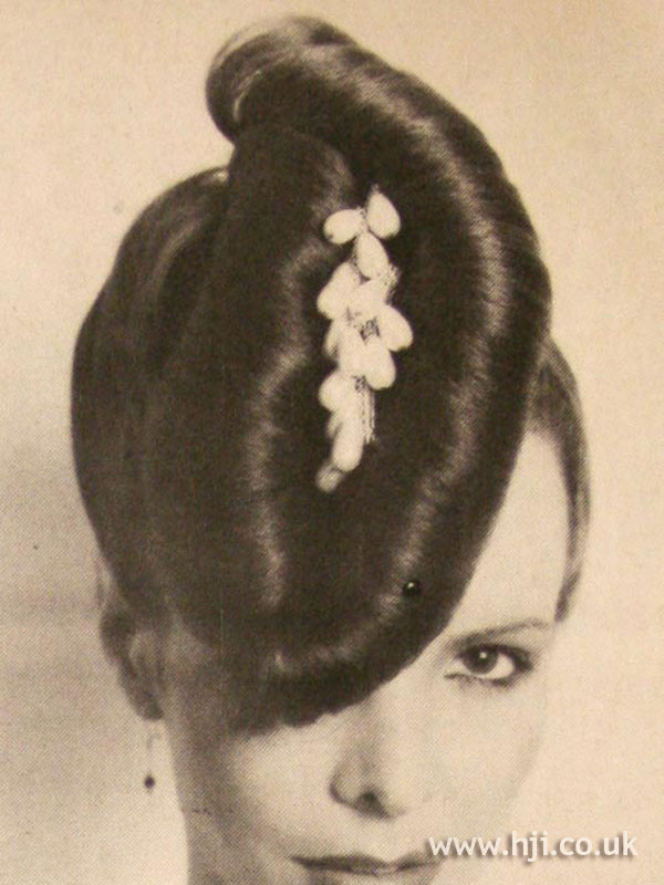 1979 large chignon hairstyle