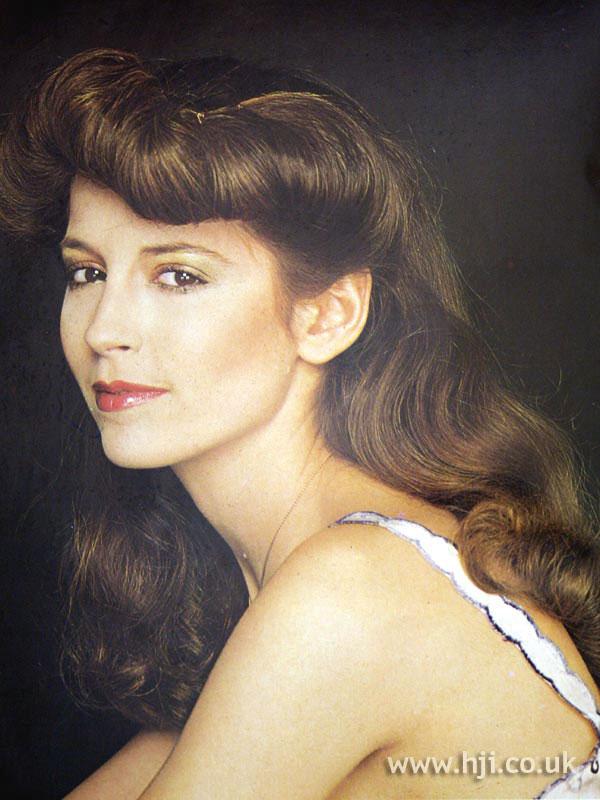 1970s brunette waves with rolled fringe