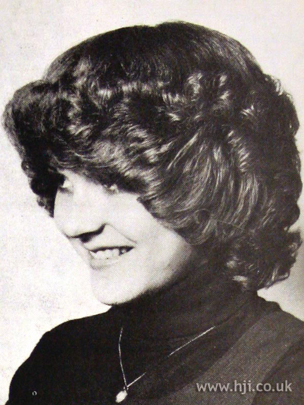 1970s layered bob hairstyle