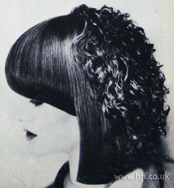 Long 1970s bob with contrasting textures